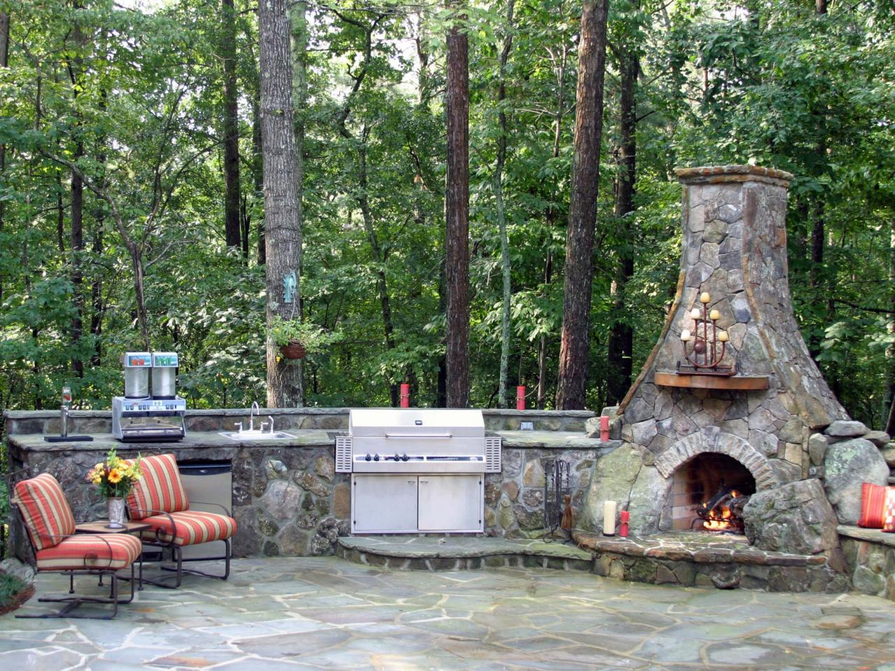 Options For An Affordable Outdoor Kitchen DIY - Outdoor kitchen designs with smoker