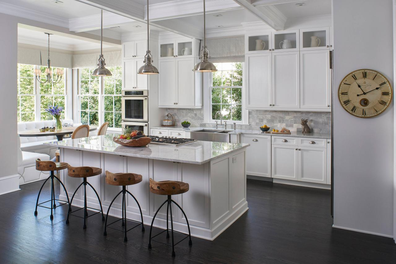 Kitchen island bar stools pictures ideas tips from Best pendant lights for white kitchen