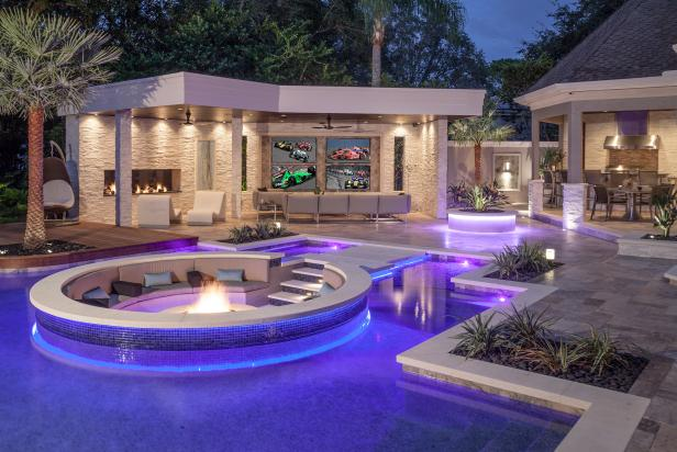 A Luxurious Outdoor Entertainment Paradise