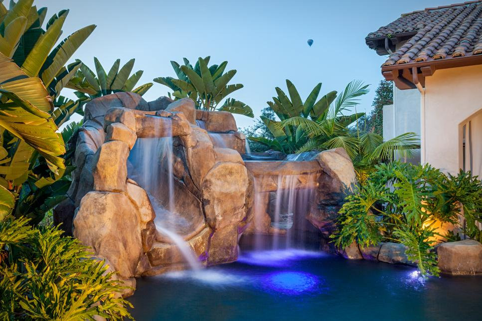 Tropical poolscape with lumbung cabana and stone for Garden oases pool
