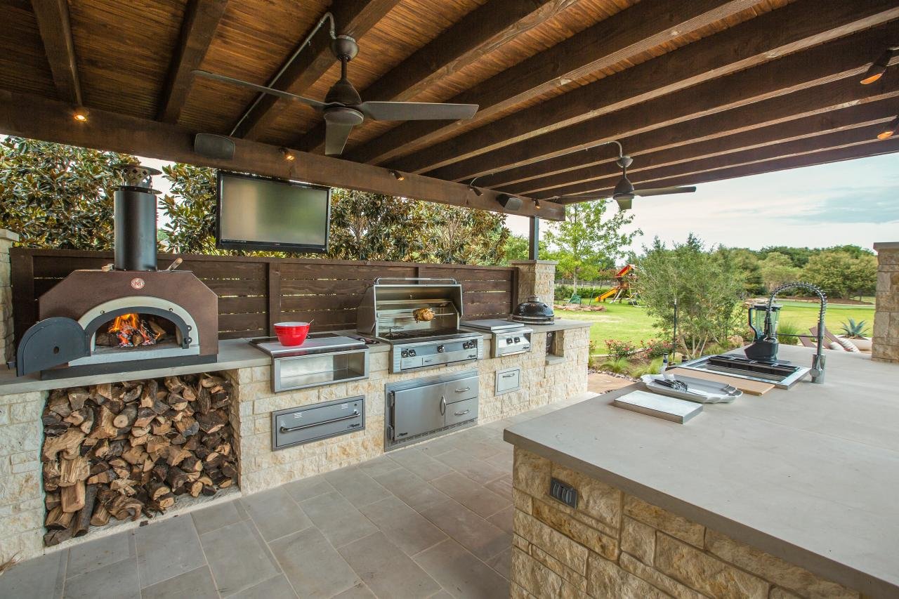 Pizza Oven Outdoor Kitchen 12 Gorgeous Outdoor Kitchens Hgtvs Decorating Design Blog Hgtv