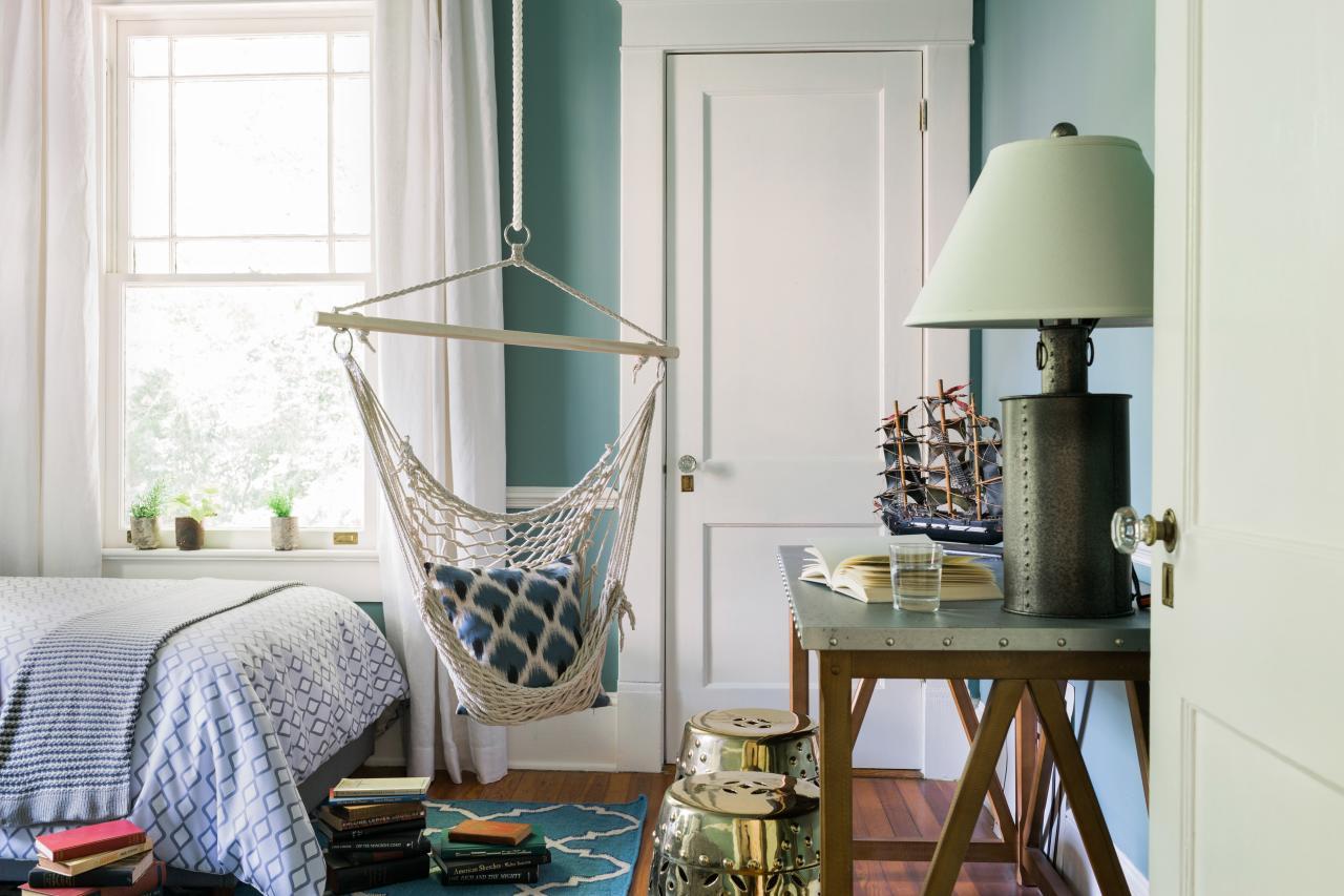 Sophisticated Teen Bedroom Decorating Ideas | HGTV\u0027s Decorating ...