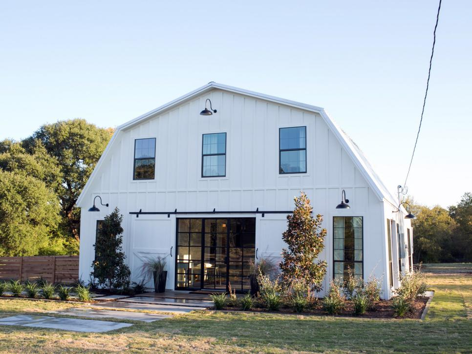 Fixer upper a very special house in the country hgtv 39 s fixer upper with chip and joanna Home redesign