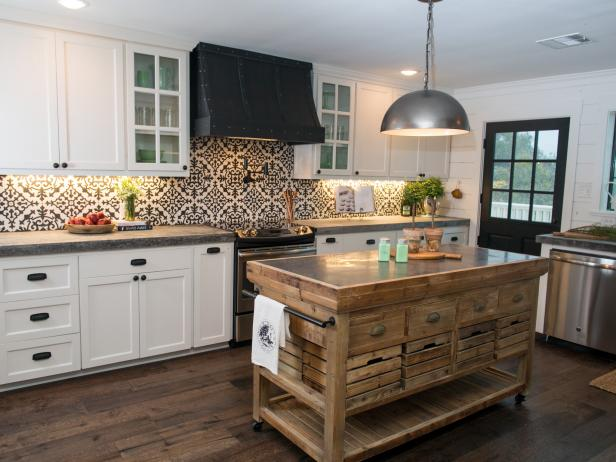 Barn Home in the Country: Custom Vent Hood and Backsplash