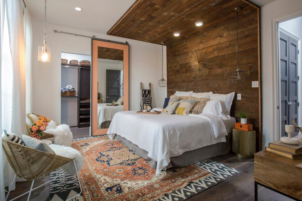 Brothers take new orleans bedroom and bathroom for Master bedroom images