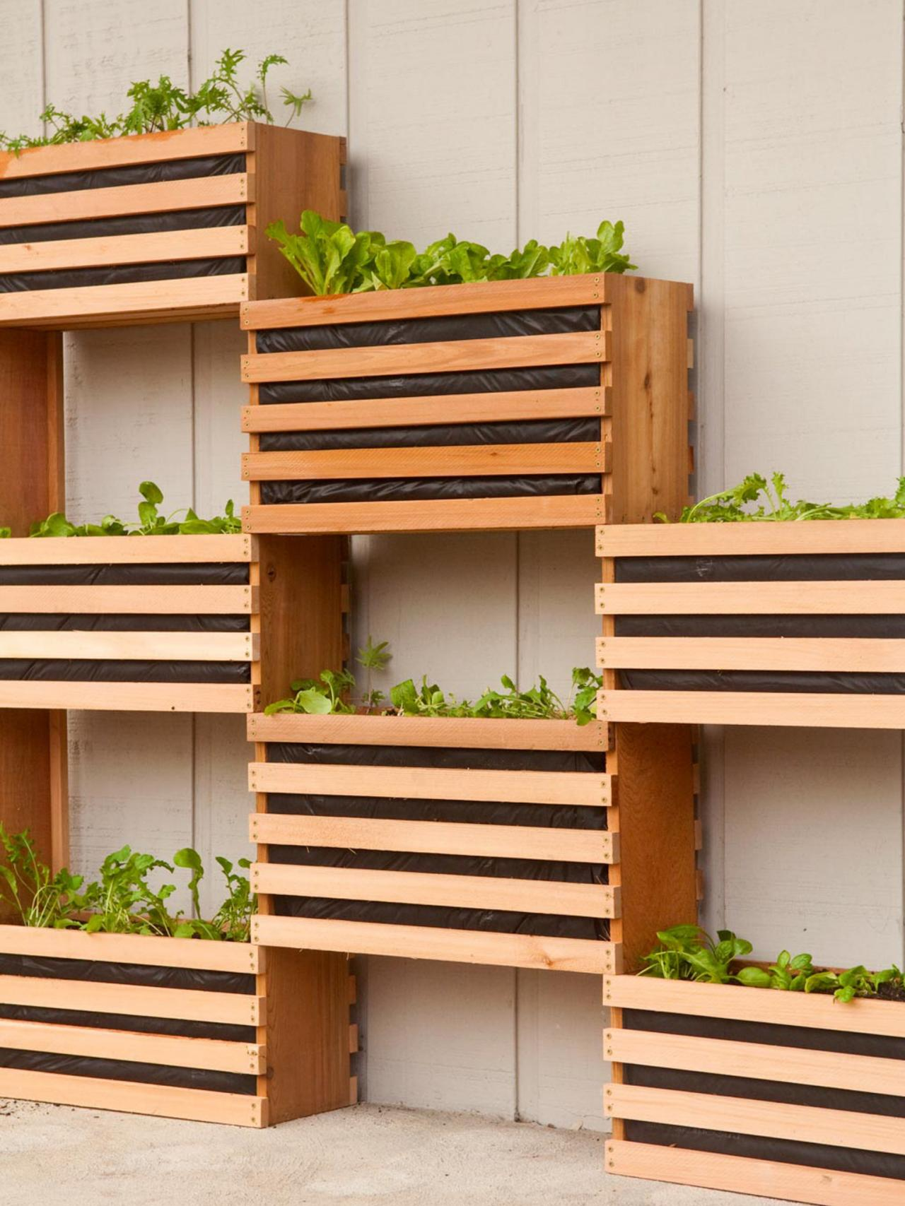 10 vertical planter ideas for summer hgtv 39 s decorating for Vertical garden design