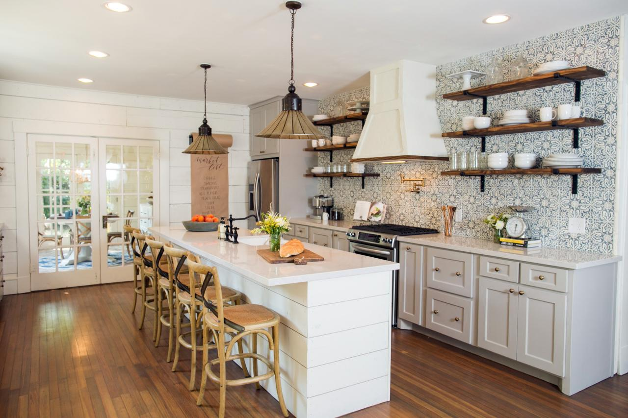 Fixer upper makeover a style packed small space hgtv 39 s for Kitchen ideas joanna gaines