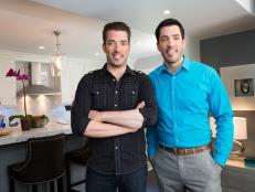 Drew and Jonathan Scott (and a tiny red couch) land in Tarrytown, N.Y., and take on fan questions.