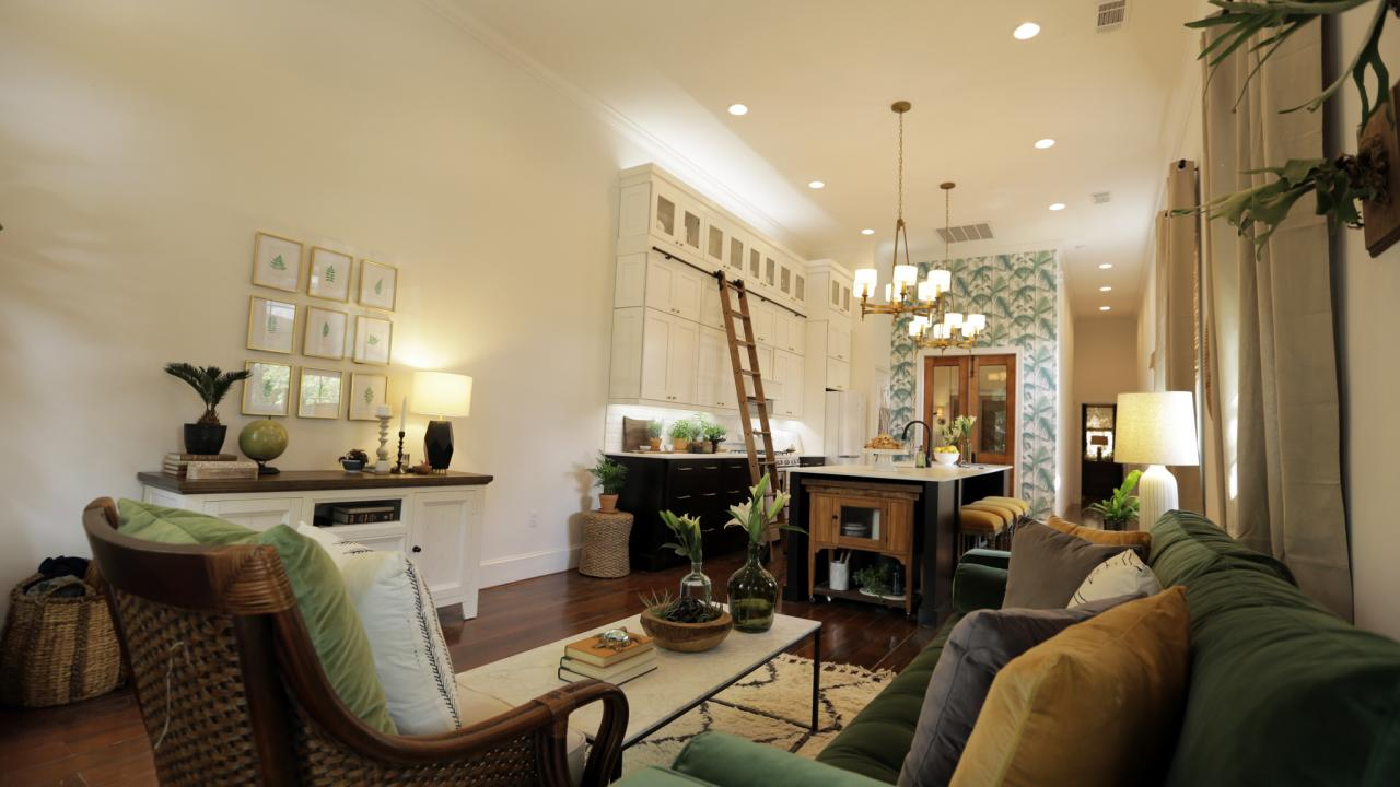 Hgtv 39 s small house big easy stylish new orleans living for New house interior