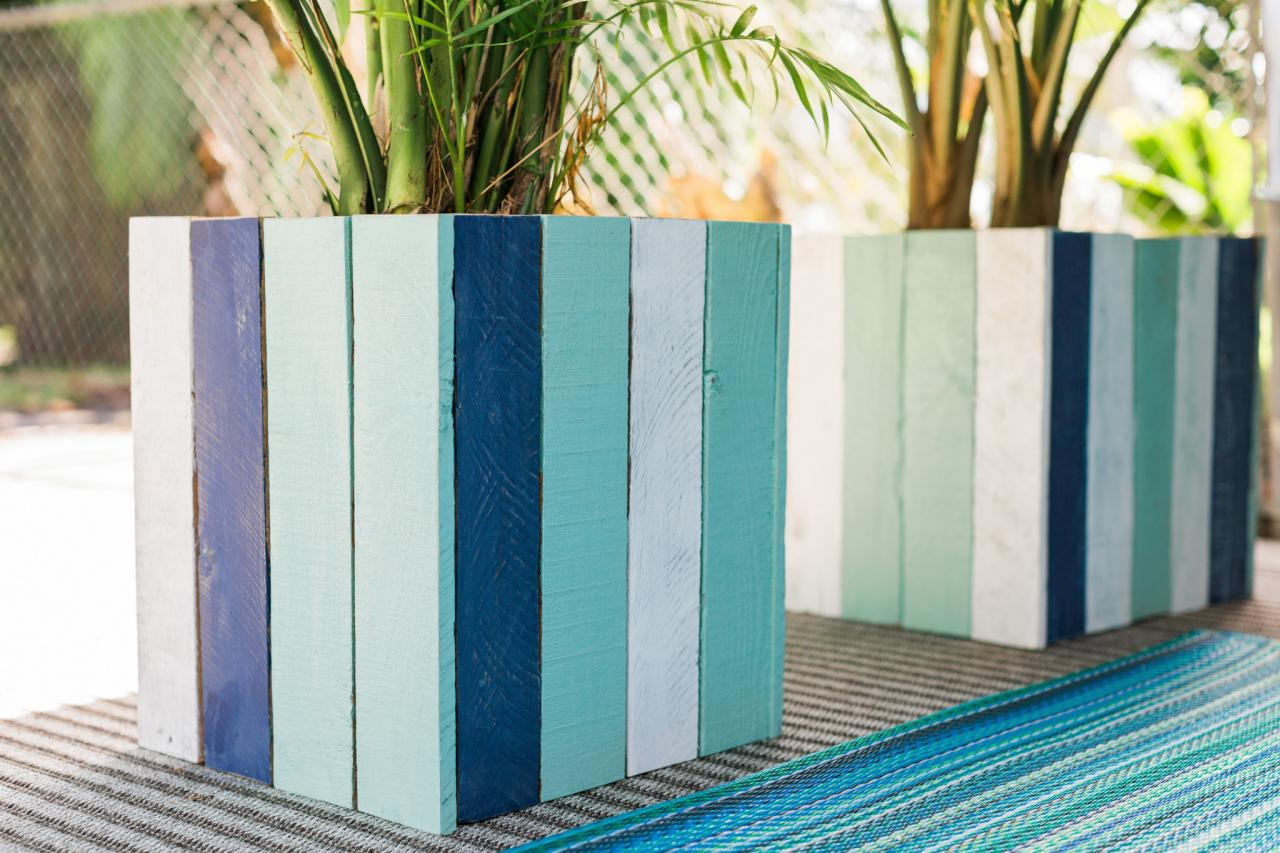 Beachy Pallet Boxes. DIY Planter Boxes