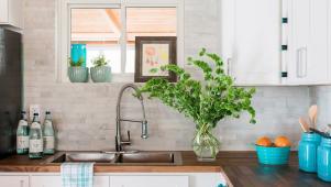 Jaw-Dropping Kitchen With Stacked Tile Backsplash
