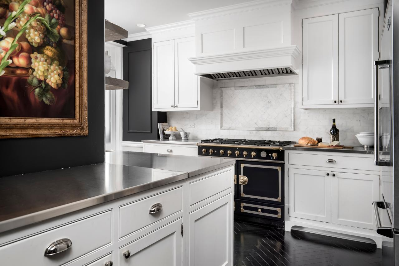 Photo page hgtv for Black country kitchen cabinets