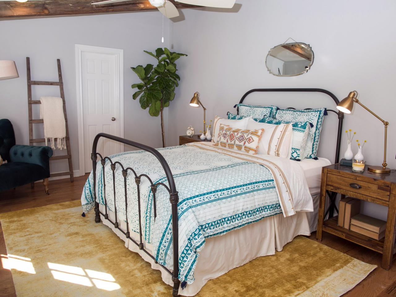 Joanna gaines hgtv for Joanna gaines bedroom ideas