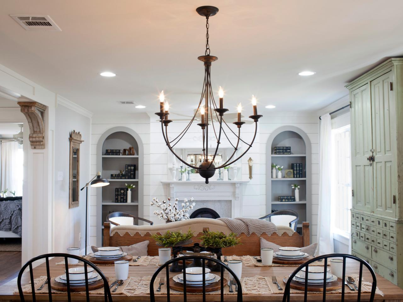 Fixer upper kitchen pendants - Living Room Before