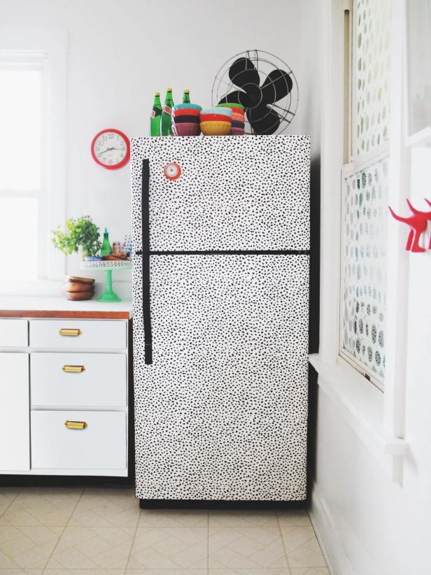 Blogger DIY Wallpaper-Decal Fridge