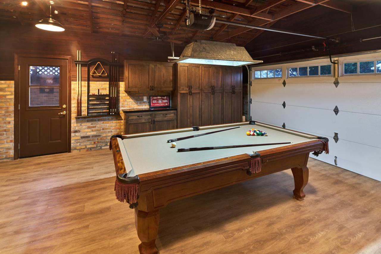 Good Game Room Garage With Pool Table
