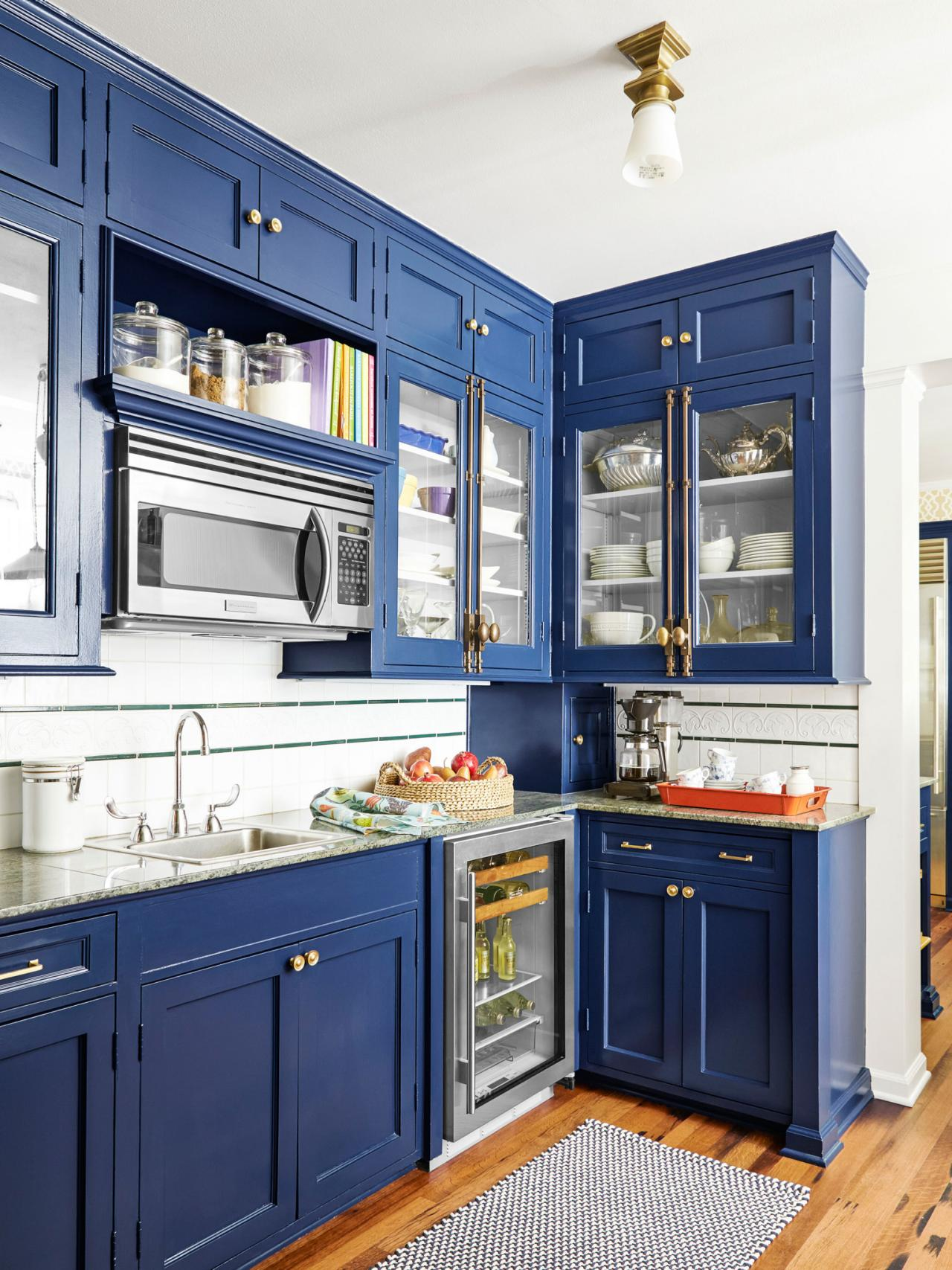 How to paint cabinets hgtv for Blue kitchen paint ideas