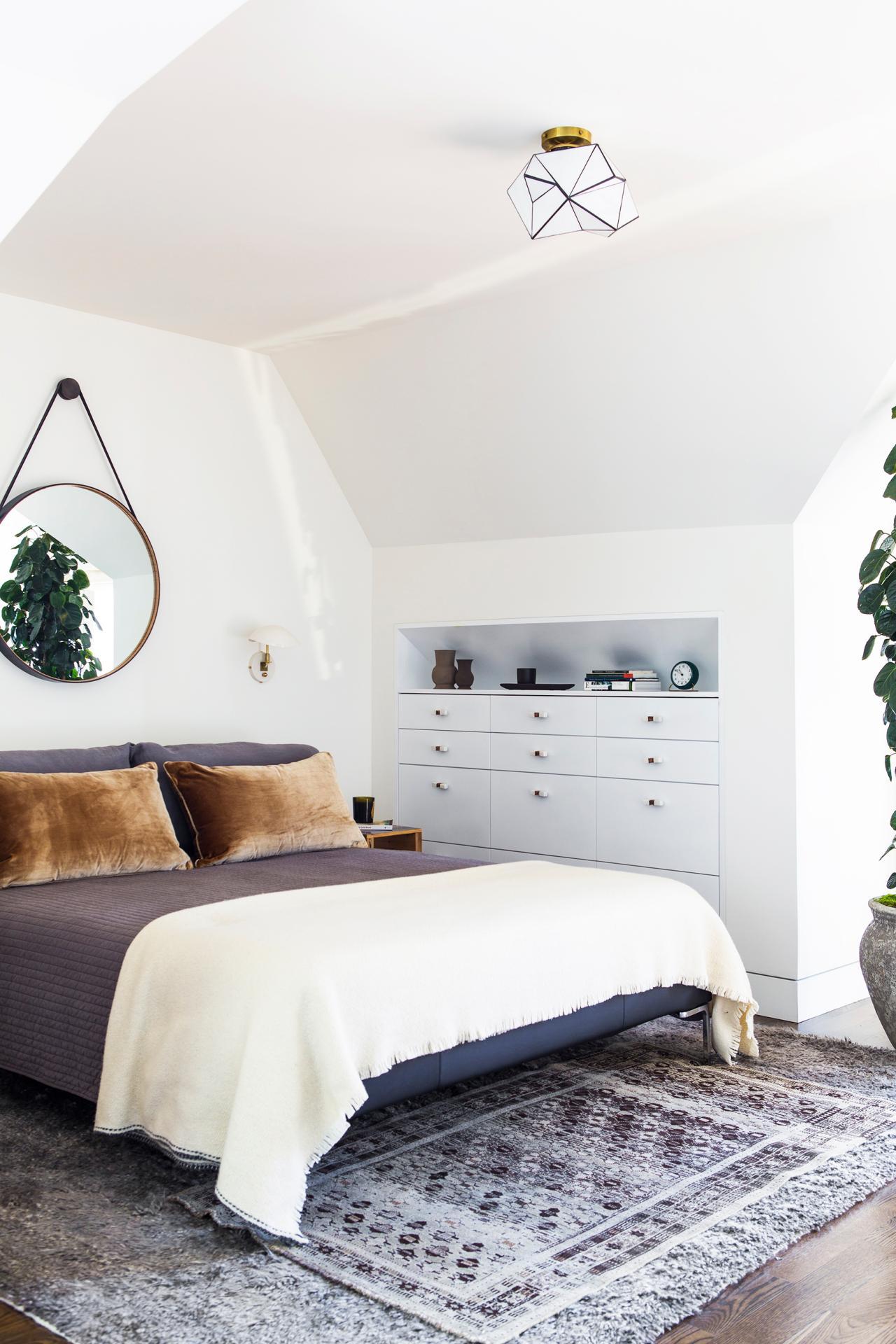 Mirror nightstands contemporary bedroom kimberley seldon design - White Contemporary Master Bedroom With Round Mirror