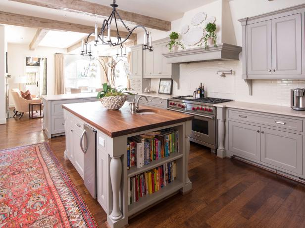 Neutral Traditional Open Plan Kitchen With Books