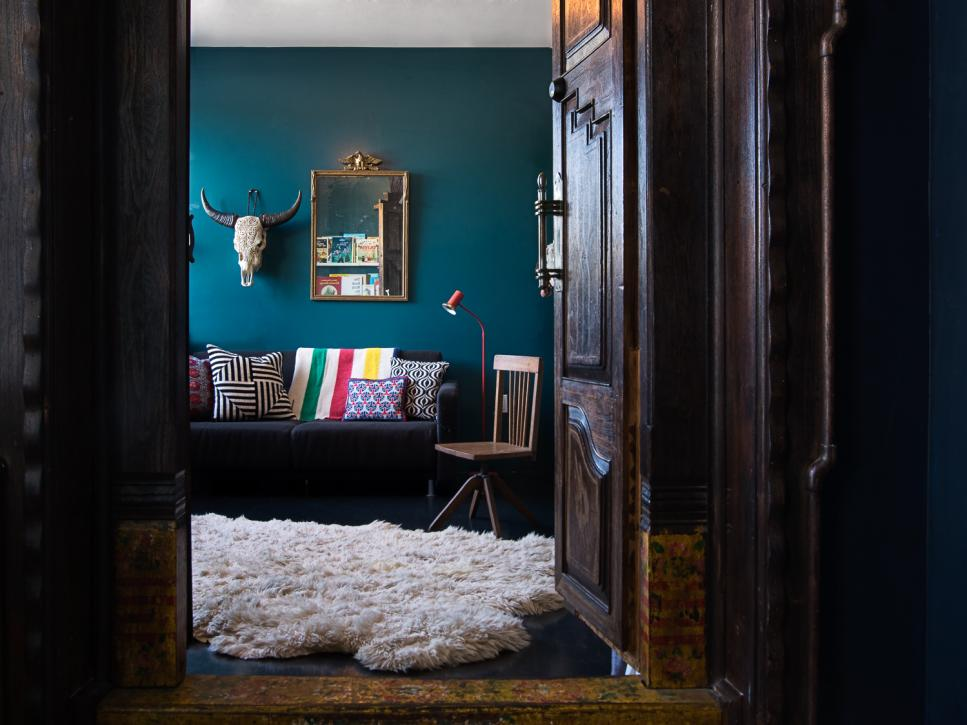 Top interior designers share their go to colors hgtv for Leading interior designers
