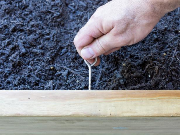 Make a movable trellis planter