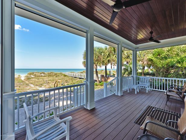 Beach Cottage Bungalow With Inviting Deck