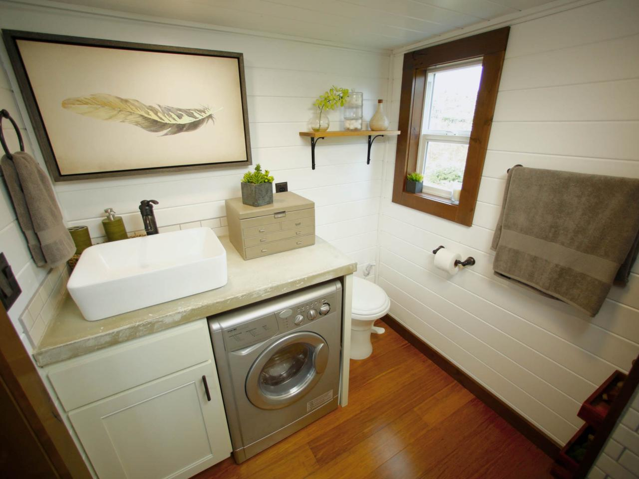 8 tiny house bathrooms packed with style hgtv 39 s for Small bathroom designs with washing machine
