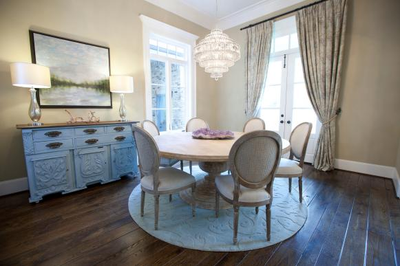 Neutral Traditional Dining Room With Round Table