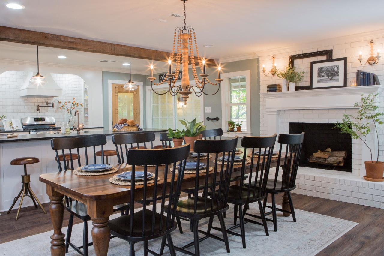 Photos joanna gaines hgtv for Joanna gaines dining room designs