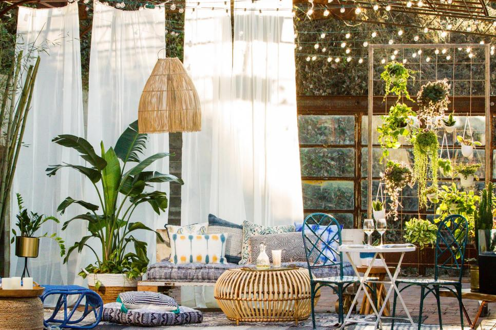 15 small patio decorating ideas hgtv for Pictures of decorated small patios