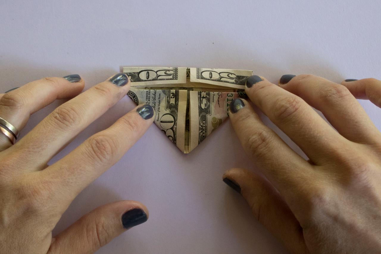 How to Fold a Dollar Bill Into an Origami Heart | HGTV - photo#20