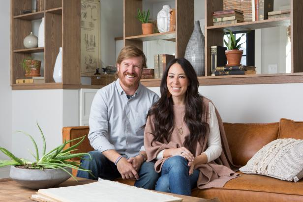 fixer upper a forever home for 39 patti b 39 hgtv 39 s fixer upper with chip and joanna gaines hgtv. Black Bedroom Furniture Sets. Home Design Ideas