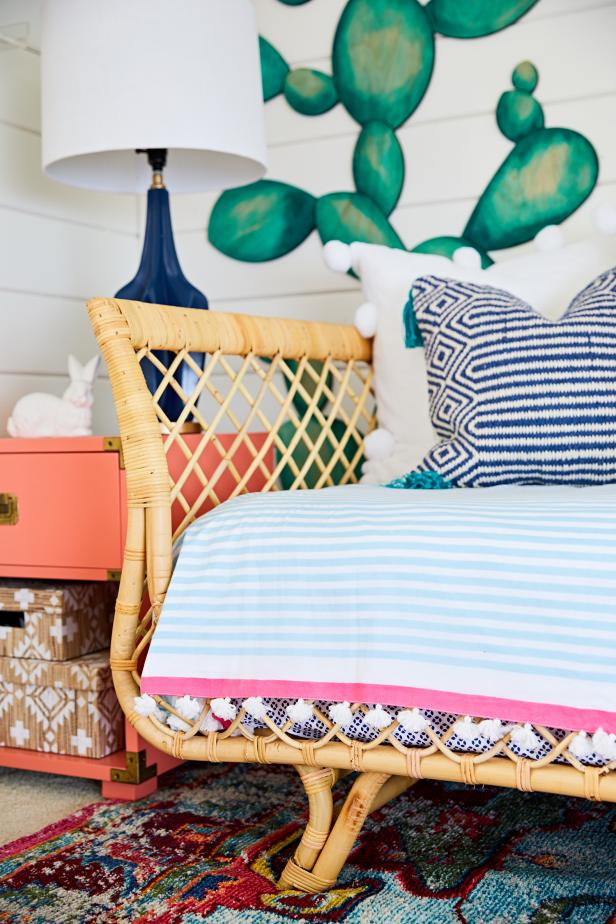 Boho-Chic Bedroom Features Patterned Linens