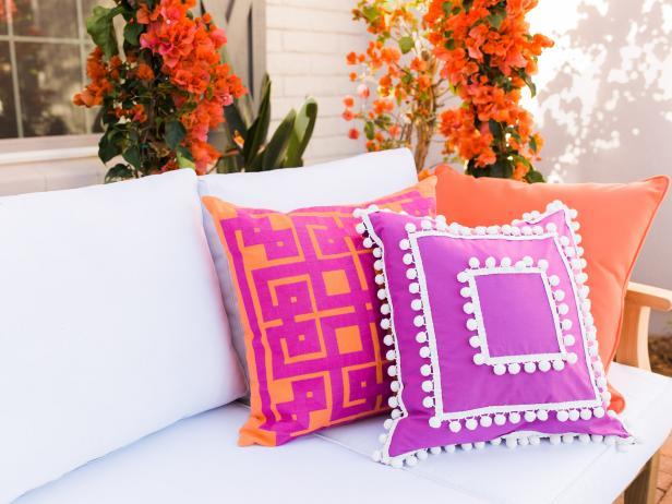 How to Make a Pom Pom Pillow