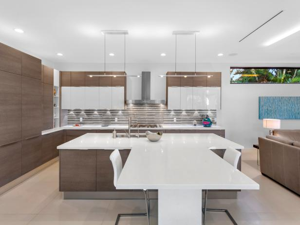 Neutral Modern Open Plan Kitchen With Table