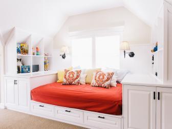 Built-In Day Bed in Dual Functioning Bonus Room