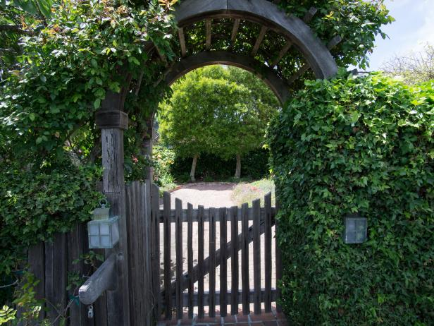 Rose Trellis Welcomes Guests into Cottage Garden