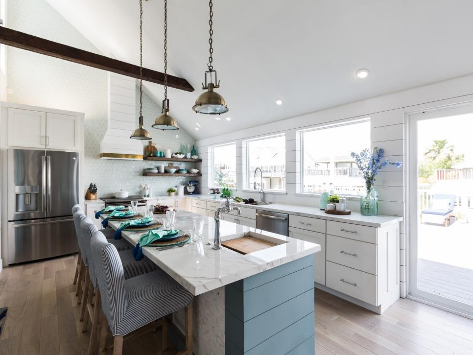 Drew and jonathan scott 39 s beach house kitchen makeovers - Hgtv property brothers kitchen designs ...