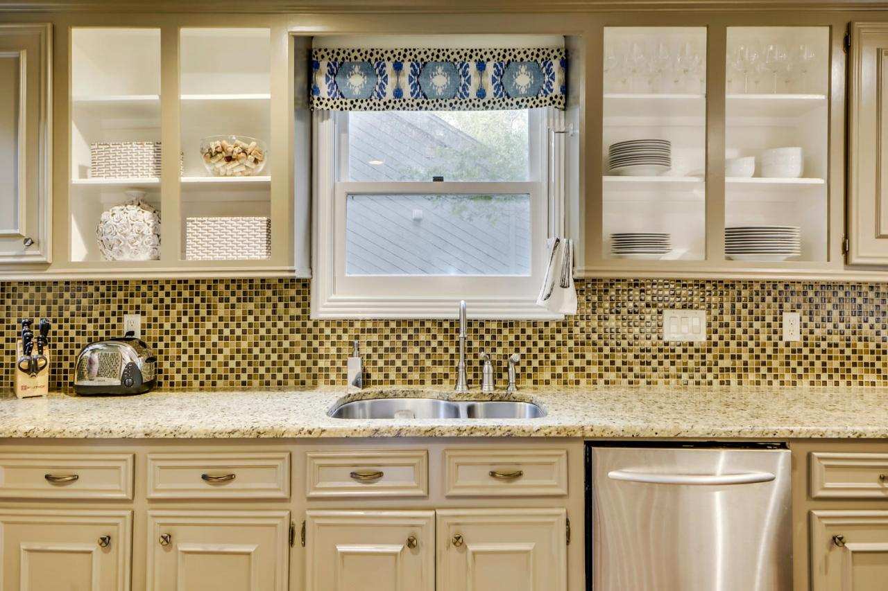 Contemporary Kitchen With Checkered Backsplash