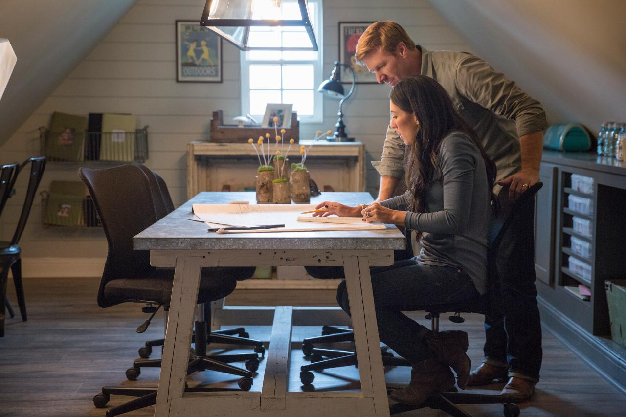 how 39 fixer upper 39 changed the world hgtv 39 s fixer upper with chip and joanna gaines hgtv. Black Bedroom Furniture Sets. Home Design Ideas