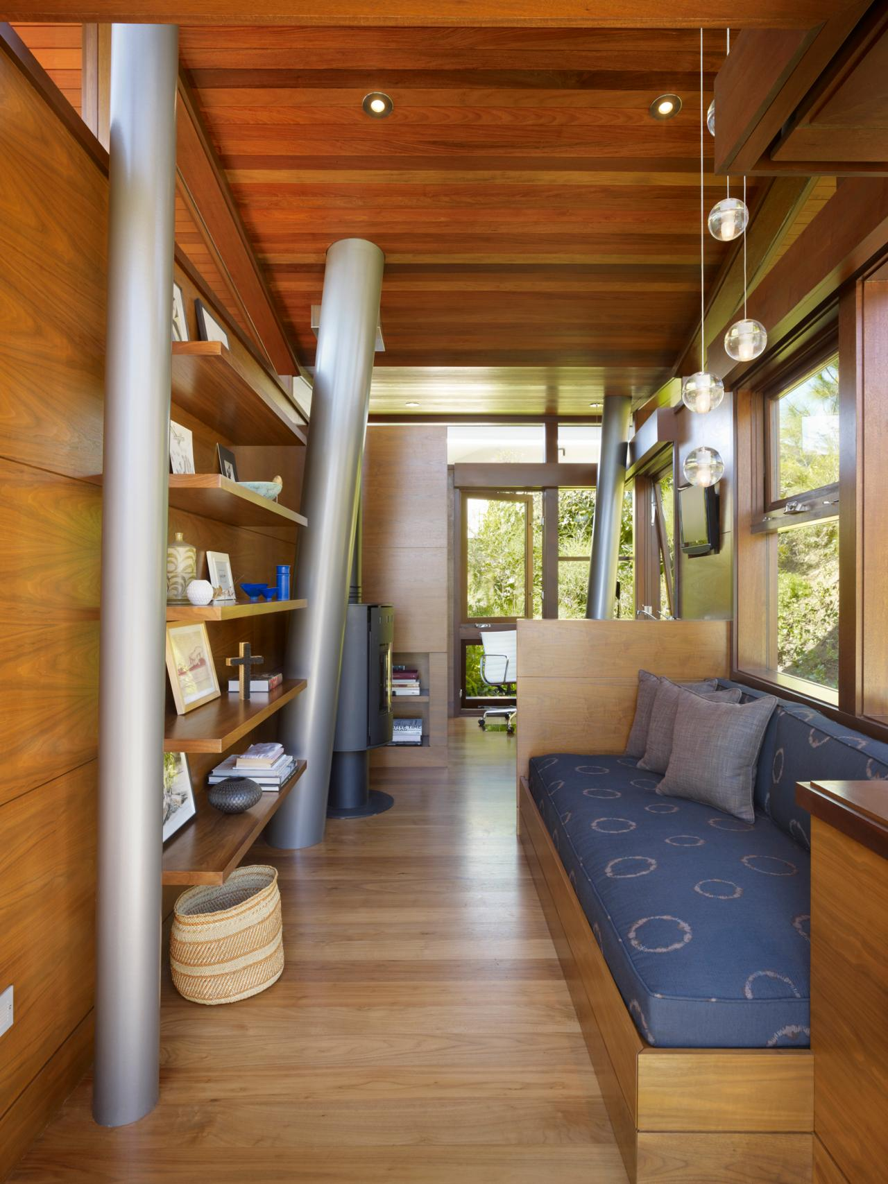 Tiny Home Designs: Great Treehouse Interiors