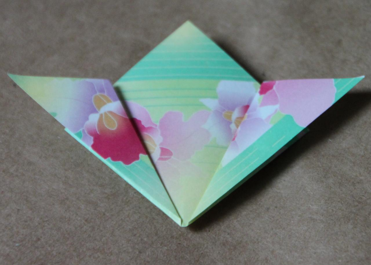 Easy origami flower tutorial hgtv fold down reviewsmspy