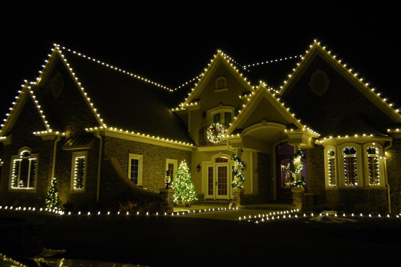 Tips for installing outdoor holiday lighting hgtv for Christmas lights and decorations