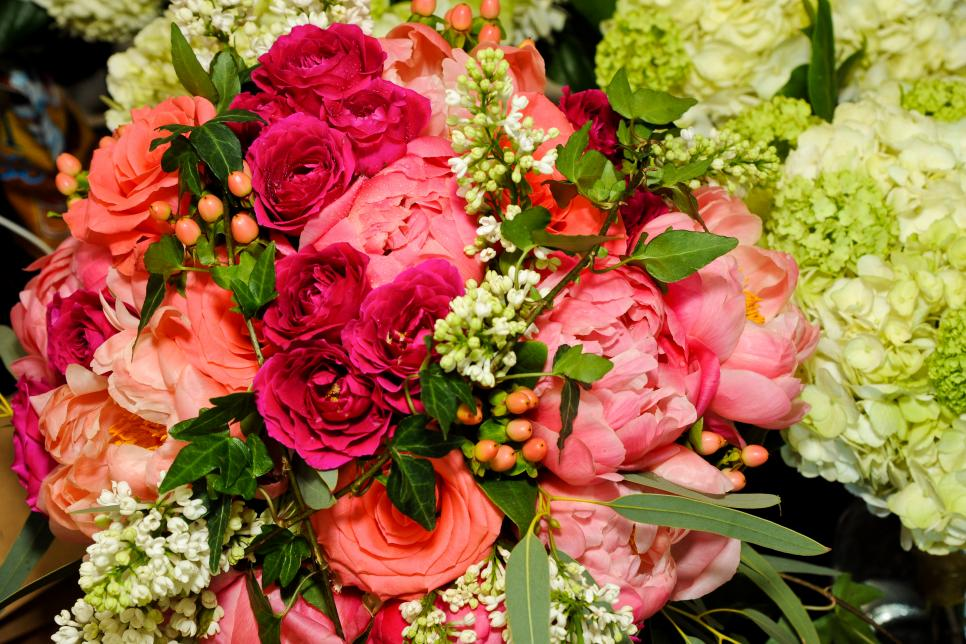 41 Arrangement Ideas For Roses Hgtv