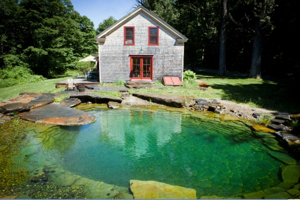 Backyard pond ideas hgtv for Garden pond installers