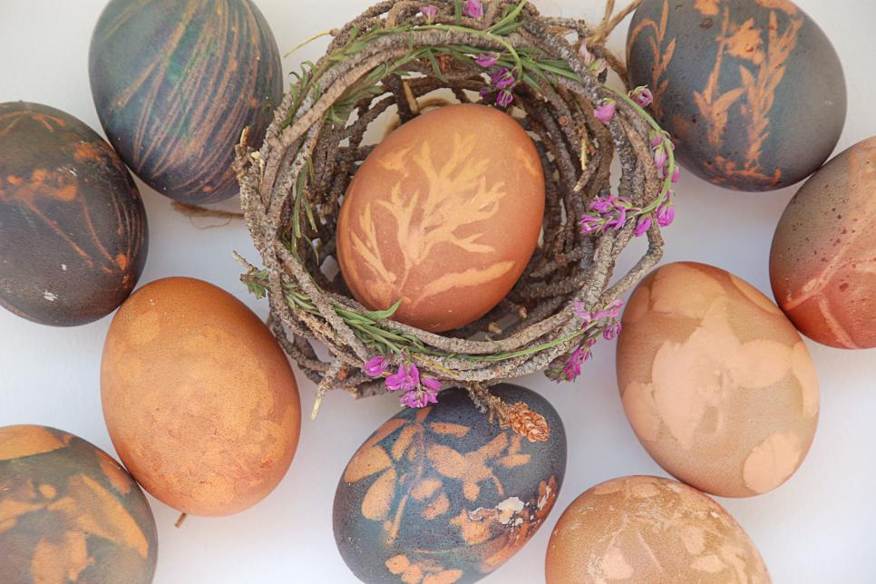 Dye Easter Eggs With Natural Dye | HGTV
