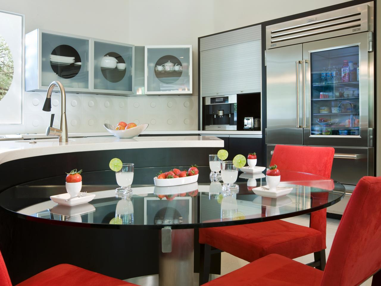 10 Kitchens That Pop With Color