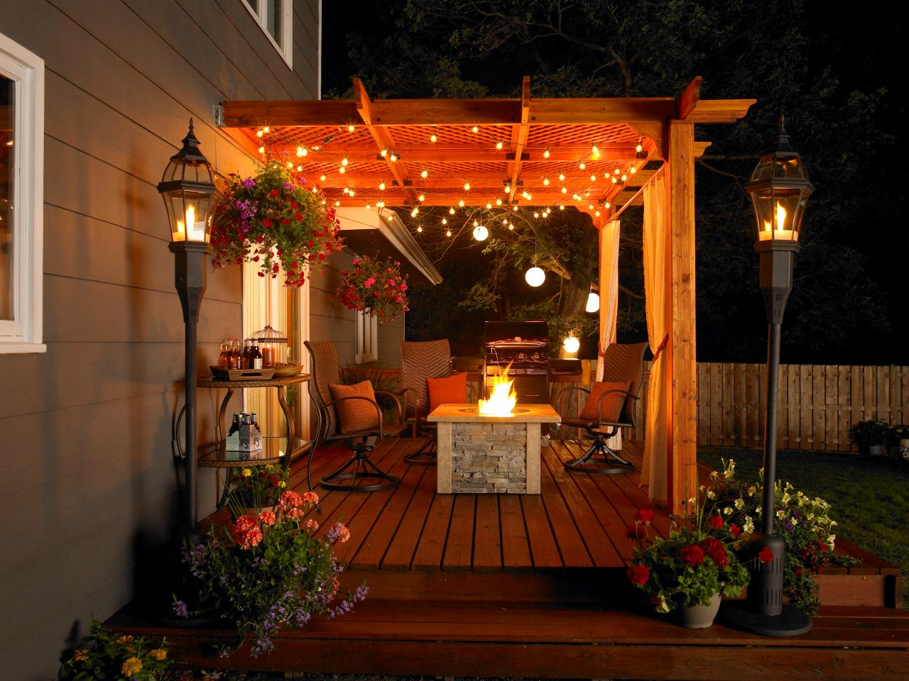 Patio accessories ideas and options hgtv for Cool apartment patio ideas