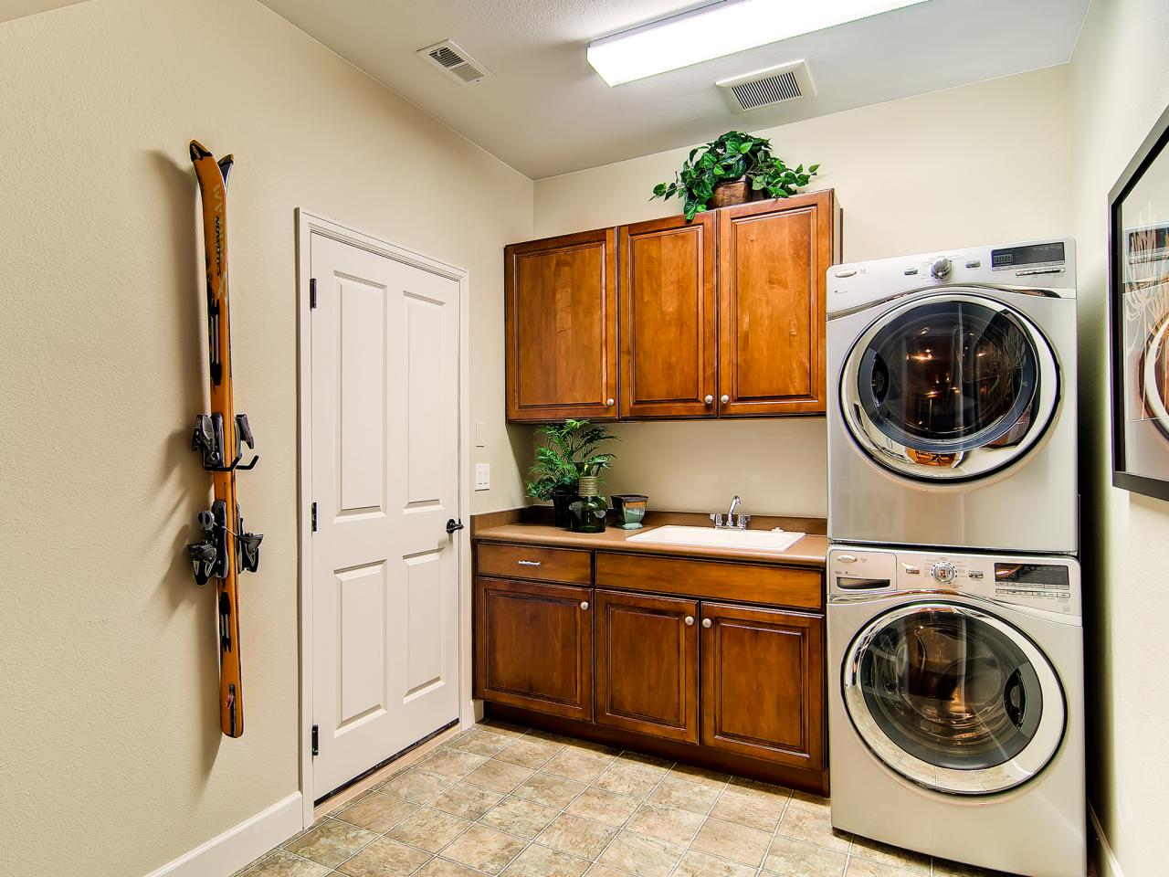 Modern laundry room designs pictures options tips for 8x6 bathroom ideas