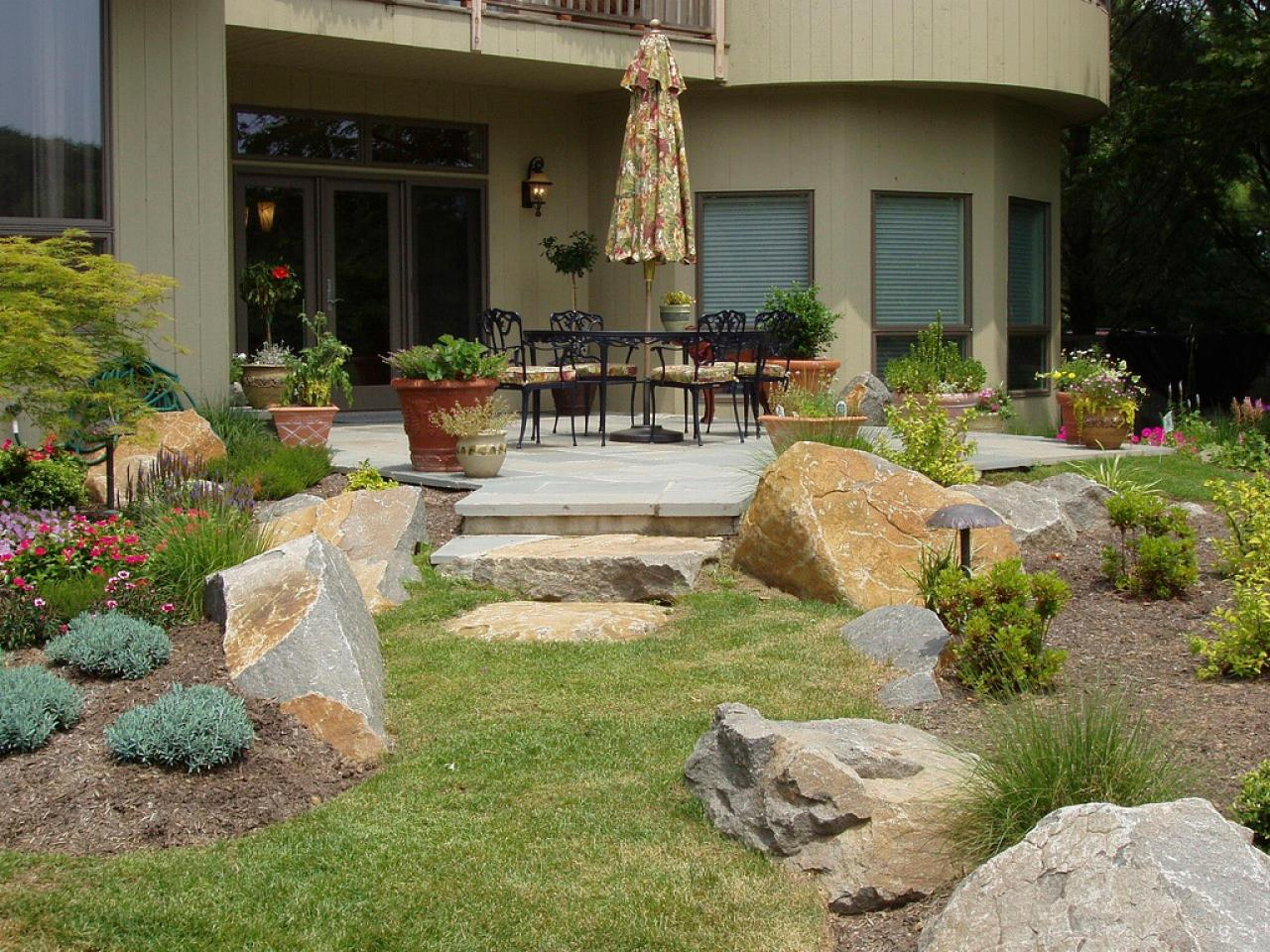 Patio landscaping ideas hgtv for Garden landscaping ideas for large gardens